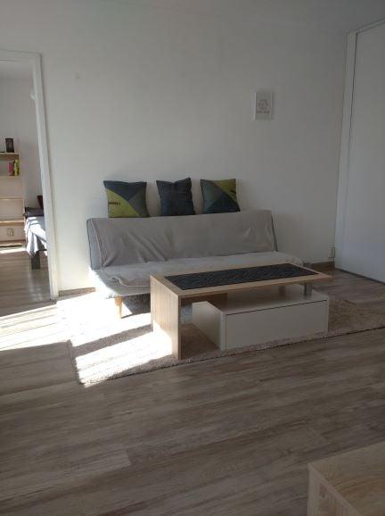 Wynajmę dwupokojowe mieszkanie w Legnicy przy ul Wierzyńskiego.