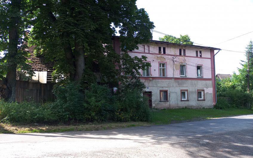 Dom z dużą stodołą murowaną z cegły we wsi Gozdno nr 3.