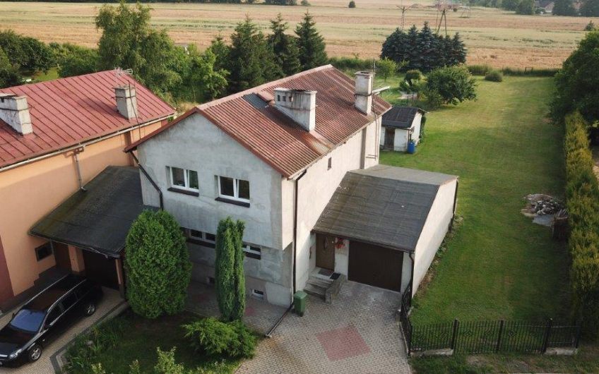 Oferuję na sprzedaż dom w bardzo cichej i zielonej miejscowość Wojcieszyn.