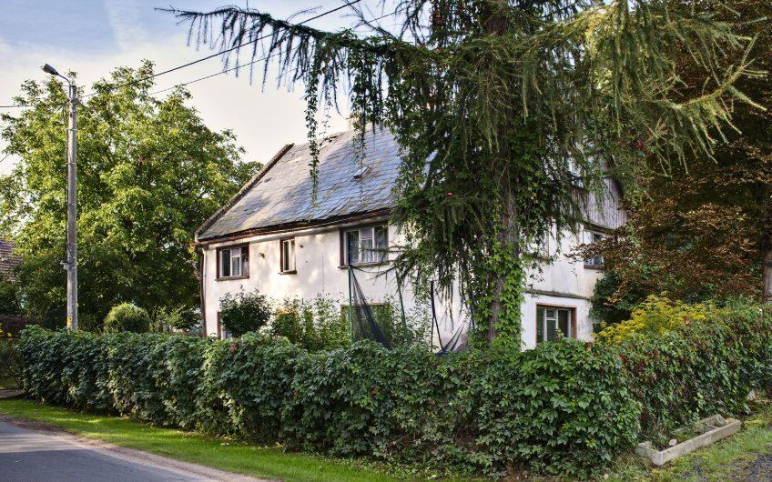 Oferuję na sprzedaż klimatyczny dom w bardzo cichej i zielonej miejscowość Proboszczów
